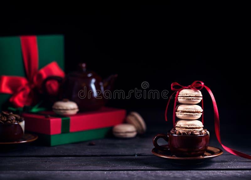 Download 法国macarons和咖啡在圣诞节 库存图片. 图片 包括有 制动手, 棚车, 杯子, 糖果, 可口, bacterias - 62528565