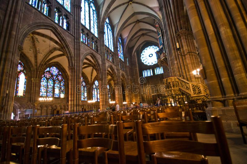 法国Strasborg Notre Dame大教堂内部 免版税库存照片