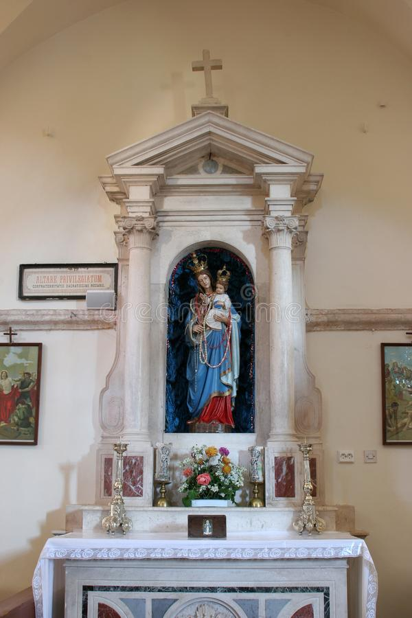 法坛在我们的雪的夫人教会里在Pupnat,克罗地亚 免版税库存图片