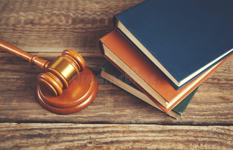 法官和书 免版税库存照片