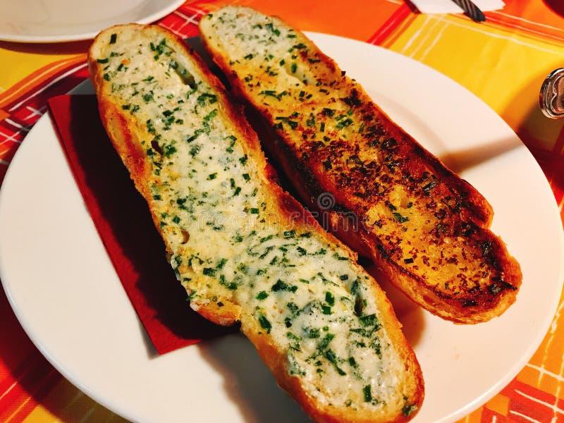 法式面包烘烤用大蒜黄油 库存照片