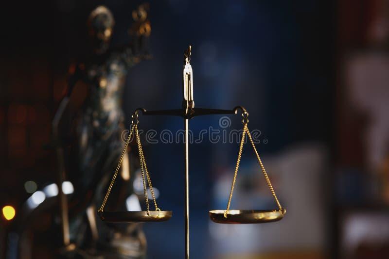 法律和正义、法律和正义概念的标志 免版税库存图片