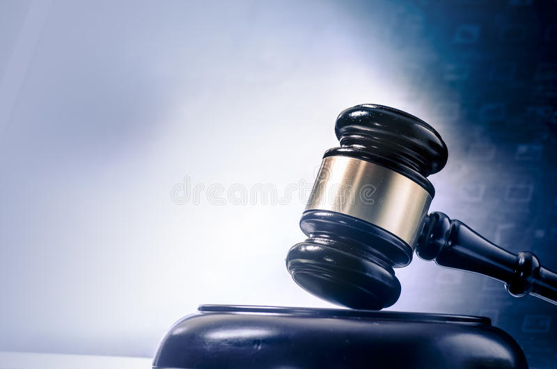 法律概念惊堂木屏幕 免版税库存图片