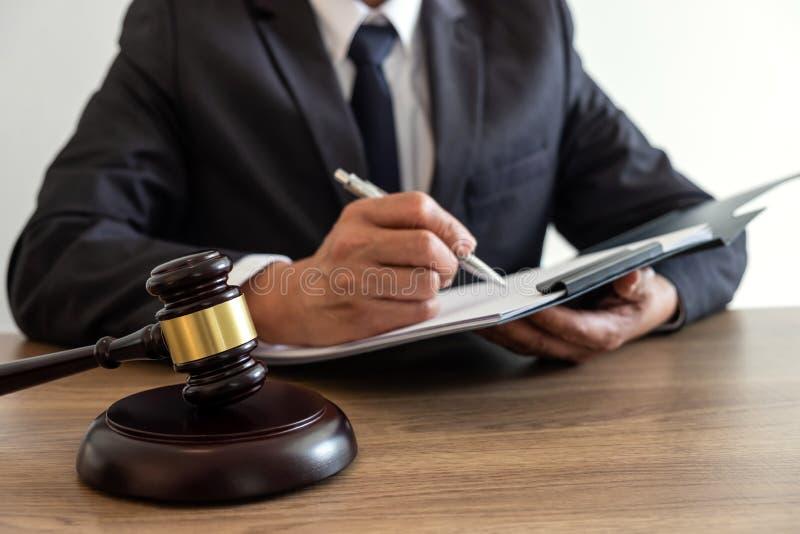 法律法律、忠告和正义概念,顾问律师或者notar 免版税库存照片