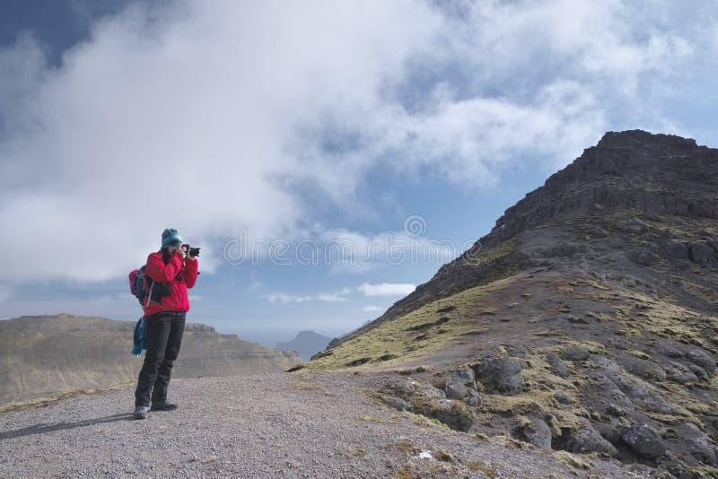 法罗语风景的风景图象与高山的 免版税库存照片