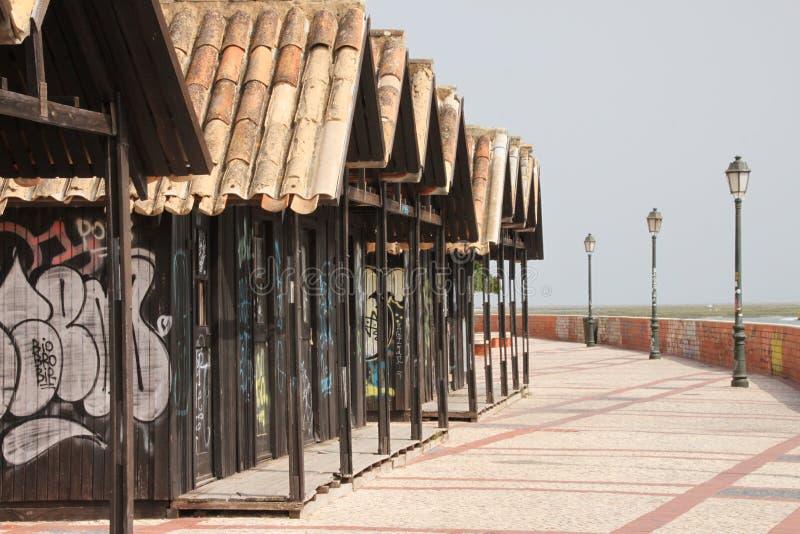 法鲁散步的街道画房子 免版税库存图片