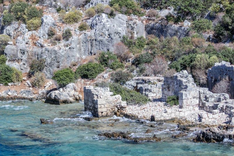 泗门镇凹下去的废墟  钓鱼地中海净海运金枪鱼的偏差 火鸡 库存照片