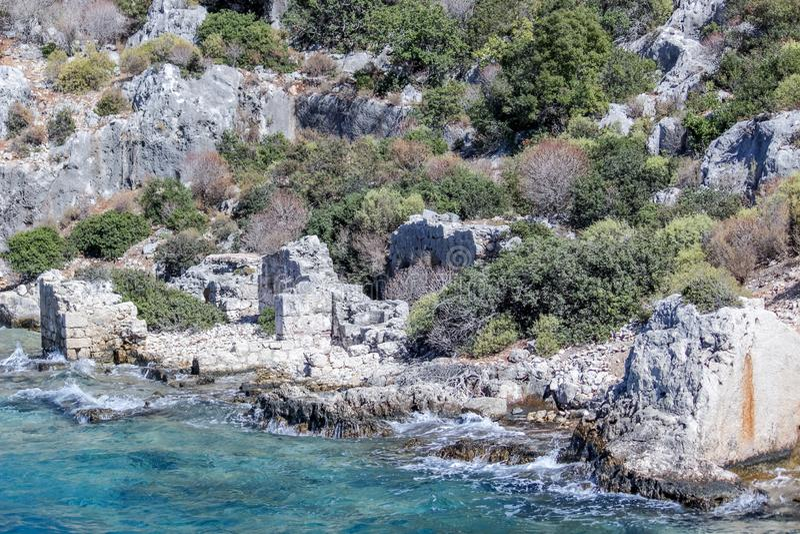 泗门镇凹下去的废墟  钓鱼地中海净海运金枪鱼的偏差 火鸡 免版税图库摄影