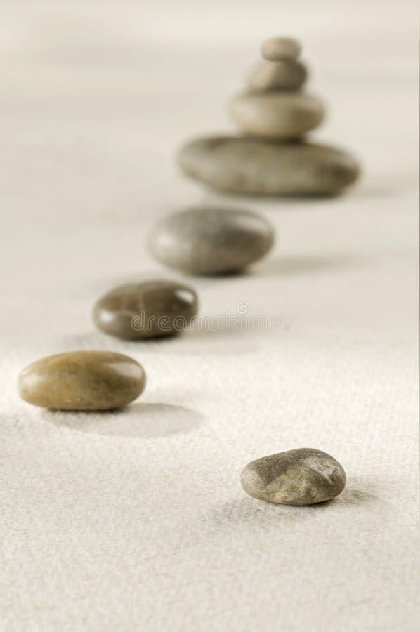 泛音路径向禅宗扔石头 免版税库存图片