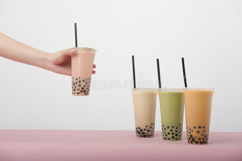 泡影牛奶茶艺术用泰国牛奶茶 免版税图库摄影