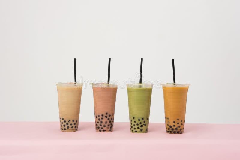 泡影牛奶茶艺术用泰国牛奶茶 库存图片