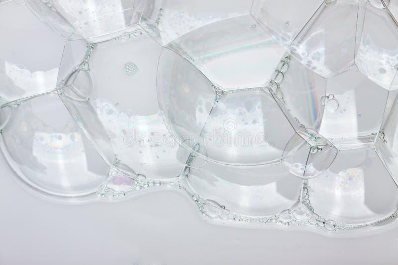 泡沫非常紧密  在白色背景的白色泡沫 库存照片