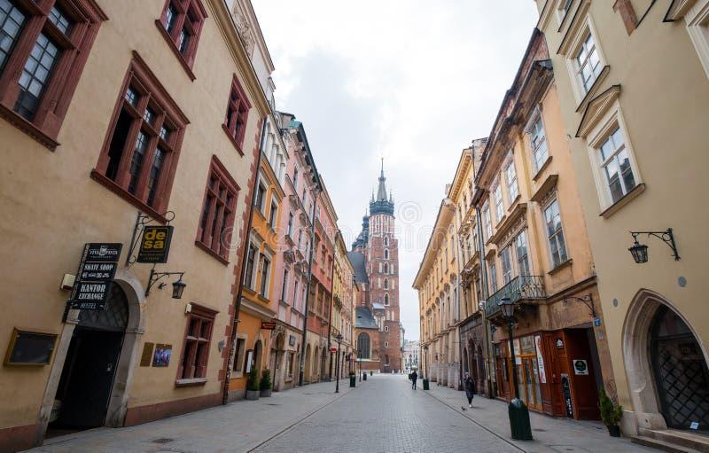波兰克拉科 — 2020年3月19日克拉科主广场圣玛丽圣殿 波兰历史中心,一座古老的老城 免版税库存照片