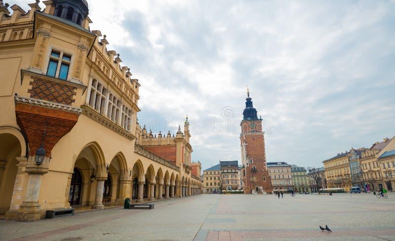 波兰克拉科 — 2020年3月19日,波兰历史中心市政厅大厦,一座建筑古老的老城 隔离 免版税库存图片