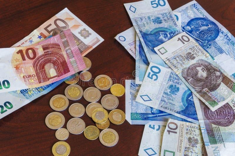 波兰币_波兰兹罗提- zl金钱钞票和硬币与欧元钞票.
