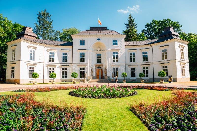 波兰华沙拉齐恩基公园的米莱维基宫 免版税库存图片
