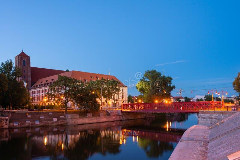 波兰弗罗茨瓦夫的奥德拉河上,大多数皮亚斯科维的清晨 免版税库存图片