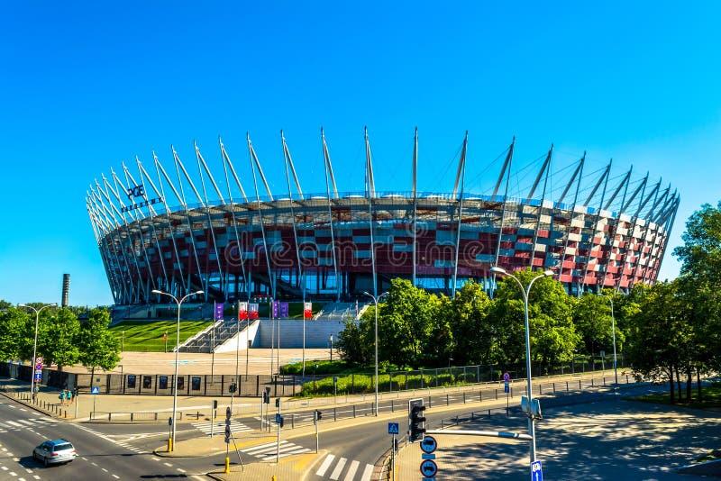 波兰的全国橄榄球场在华沙 与一棵蓝天和绿色树的晴朗的夏日 库存图片