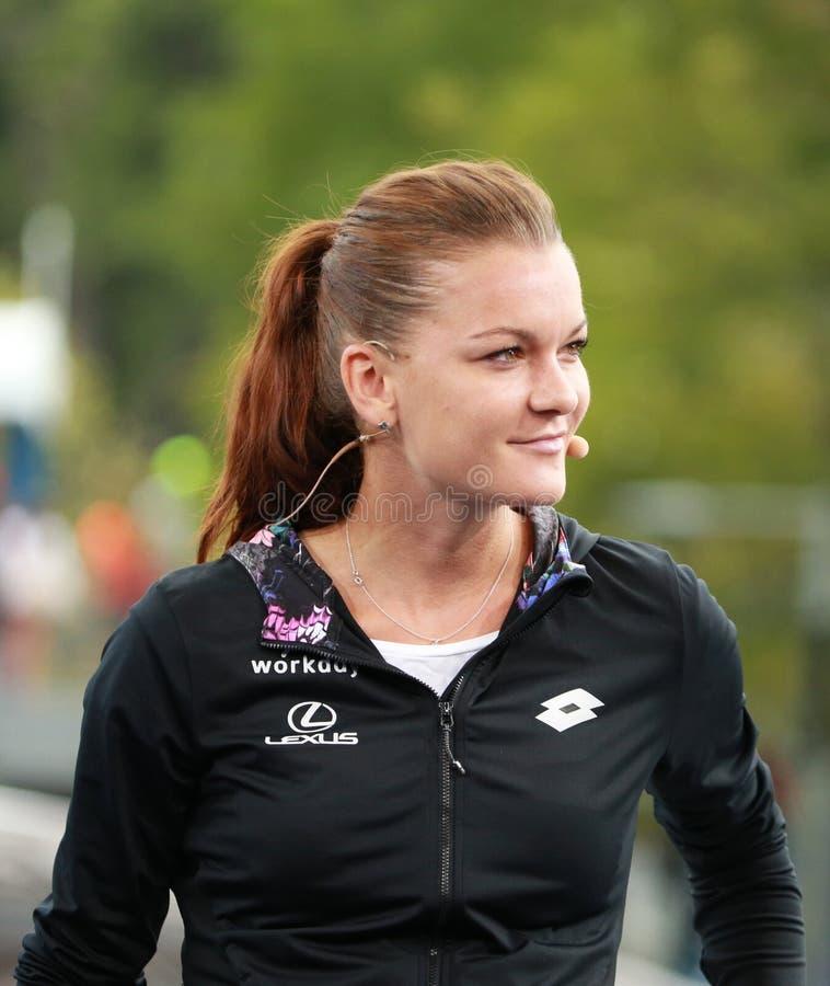 波兰的职业网球球员Agnieszka Radwanska在电视采访中的与Eurosport分析家马茨・维兰德 免版税图库摄影