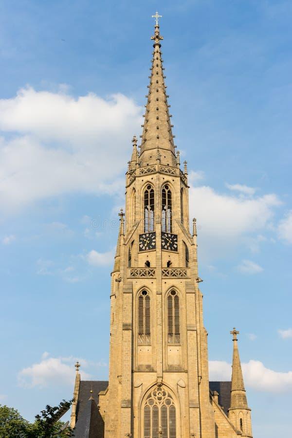 波兰,卡托维兹- 12/06/2018 :反对蓝天的宽容大教堂 教会门面 免版税库存图片