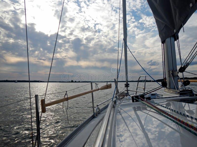波兰Mazury湖在从救生艇甲板的夏天环境美化 库存图片