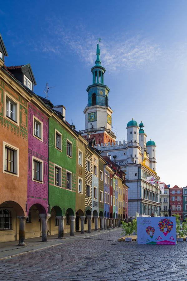 波兹南,波兰- 06 20 2018年:在老市场上的波兹南城镇厅 免版税库存照片