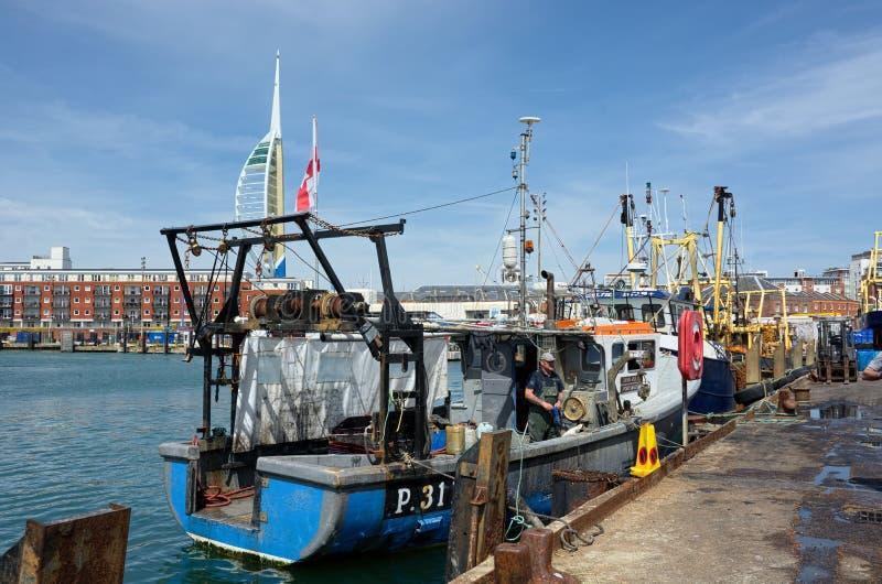 在码头区的渔船 大三角帆塔 波兹毛斯 免版税库存图片