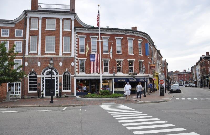 波兹毛斯, 6月30日:从街市波兹毛斯的庙大厦在美国的新罕布什尔 免版税库存图片