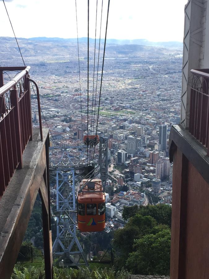 波哥大惊人的看法有空中览绳的 免版税库存图片