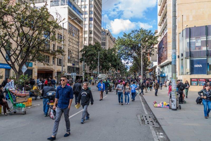 波哥大,哥伦比亚- 2015年9月24日:人们在卡雷拉7街道在波哥大,Colombi的首都上走 库存图片