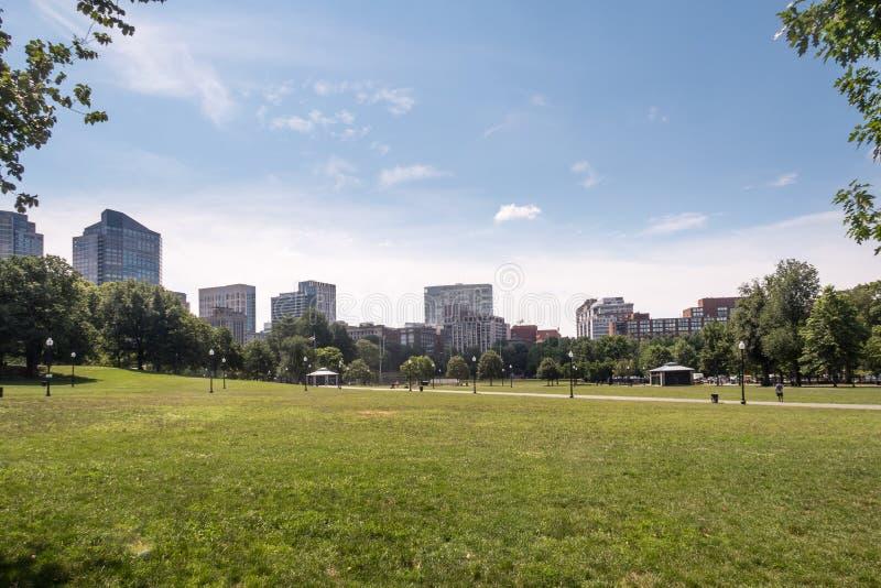 波士顿共同性和城市地平线自由Trai的开始的 免版税库存照片