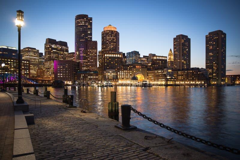 波士顿在马萨诸塞在晚上 库存图片