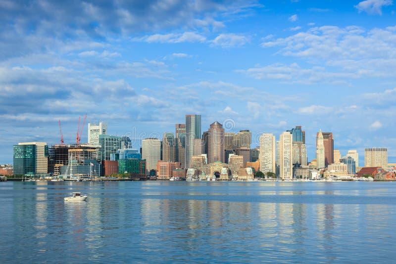 波士顿地平线在从东部波士顿,马萨诸塞-美国的夜之前 免版税库存照片