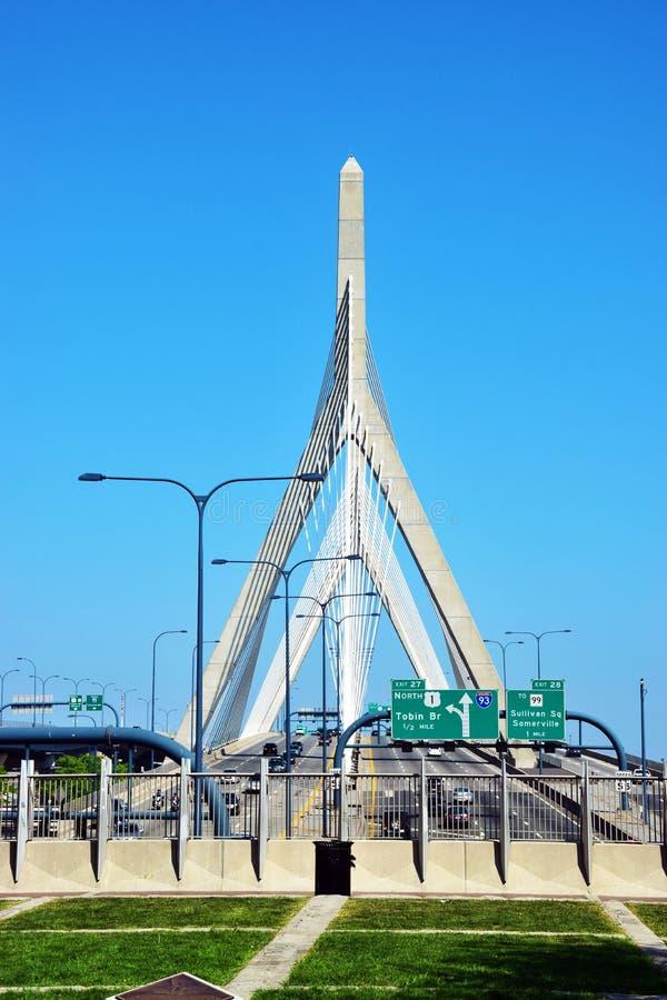 波士顿桥梁Bunker Hill伦纳德・马萨诸塞p zakim Zakim Bunker Hill纪念品桥梁 库存图片