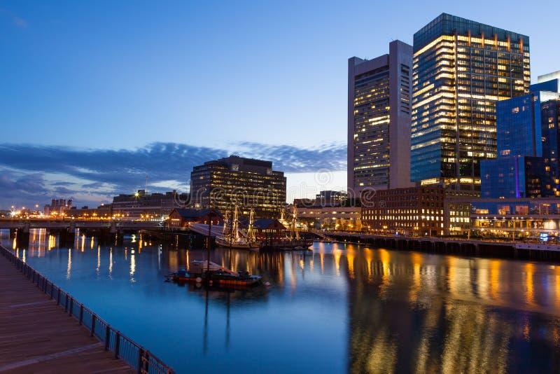 波士顿江边在晚上之前 库存照片