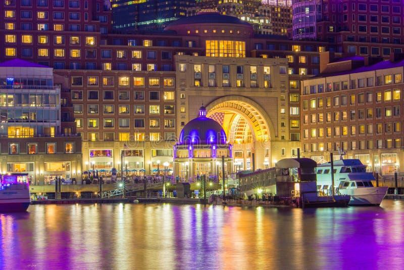 波士顿江边在晚上 库存图片