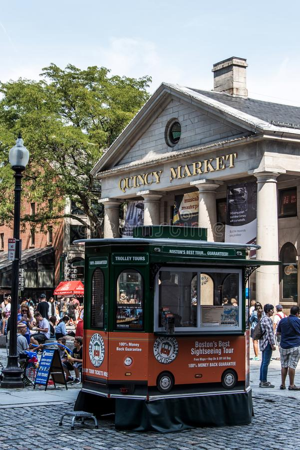 波士顿美国05 09 2017年-室外Faneuil的购物的霍尔昆西人们销售政府中心历史的城市 免版税图库摄影