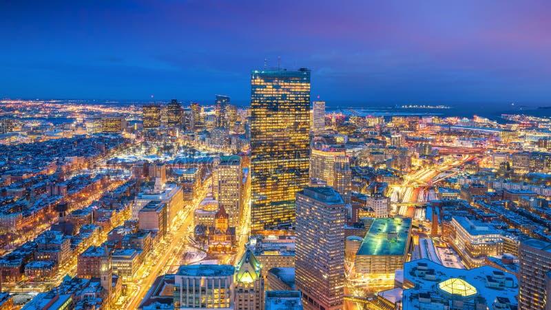 波士顿鸟瞰图在马萨诸塞,美国在晚上 库存照片