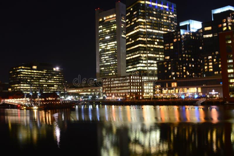 波士顿,马萨诸塞,美国- 2015年10月4日:波士顿的地平线视图在晚上 库存图片