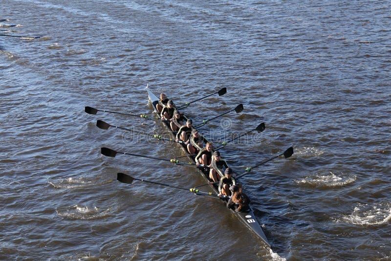 波士顿- 2016年10月23日:西点军校学院在查尔斯赛船会妇女的大学Eights头赛跑  免版税库存照片
