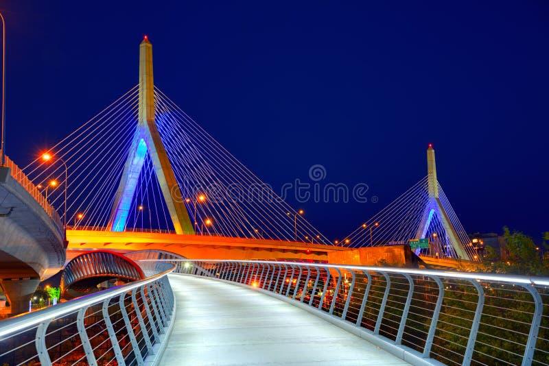 波士顿Zakim桥梁日落在马萨诸塞 图库摄影