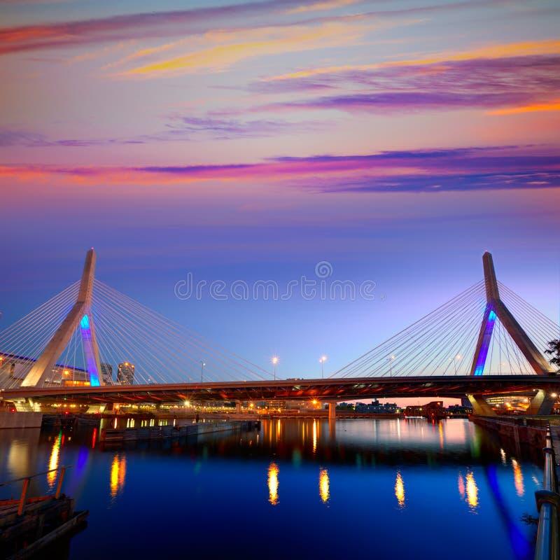 波士顿Zakim桥梁日落在马萨诸塞 库存照片
