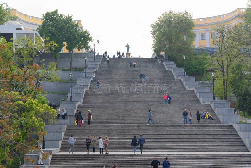 波将金台阶 与傲德萨的历史中心的地标 从海驻地的出口到Primorsky大道和 库存图片