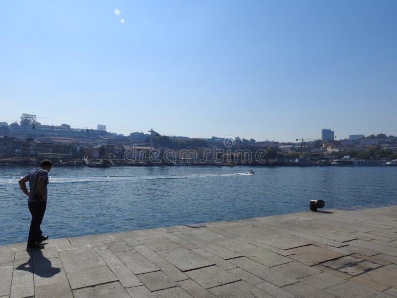 波尔图、加亚新城和河杜罗城市的看法 葡萄牙 免版税图库摄影