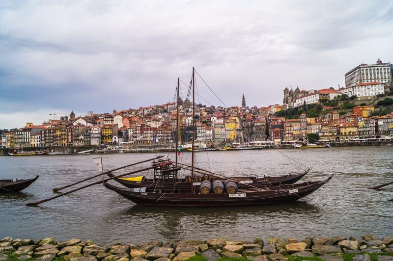波尔图和杜罗河河城市视图在波尔图,葡萄牙 免版税库存图片