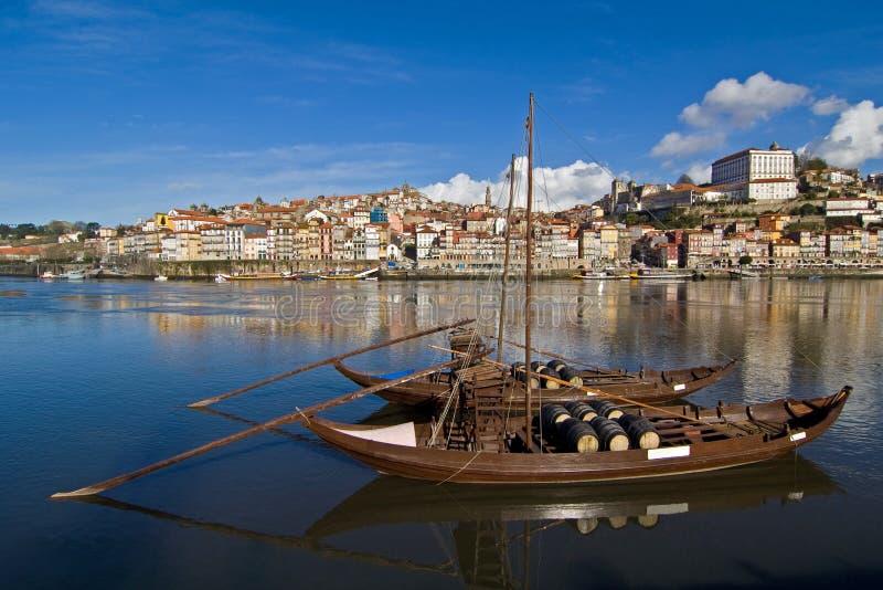波尔图在杜罗河河的酒小船 库存图片