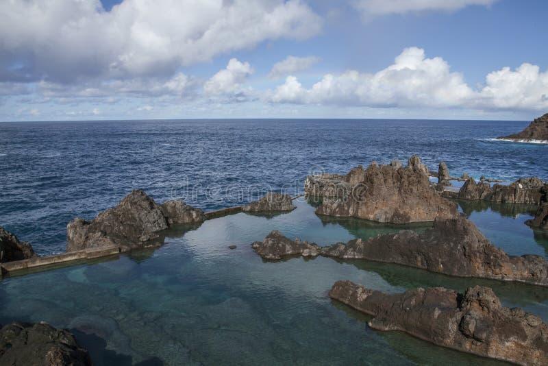 波尔图莫尼兹,马德拉,葡萄牙-自然游泳场;坚固性岩石 免版税库存照片