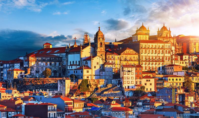 波尔图葡萄牙 日落在老葡萄牙镇 免版税库存图片