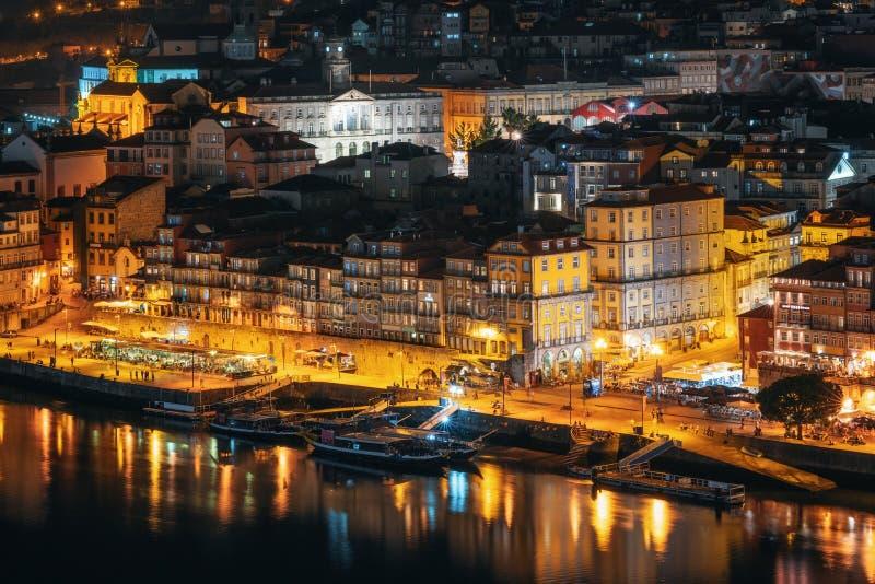 波尔图都市风景在晚上,葡萄牙 免版税库存图片
