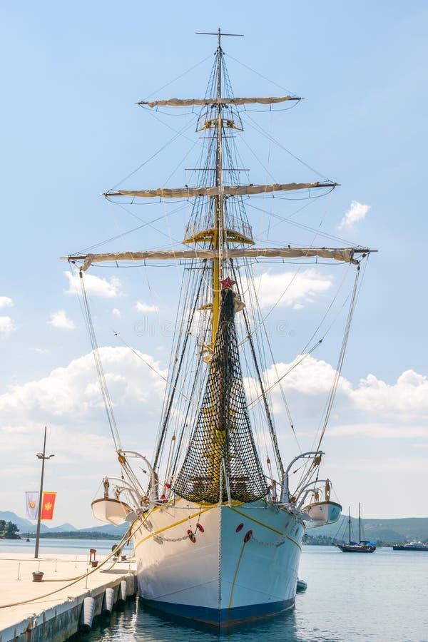 波尔图黑山被停泊的吸引力-这是一条异常的葡萄酒游艇 免版税库存照片